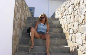 Летом, многие девушки трусики не носят - фото #3