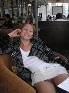 Летом, многие девушки трусики не носят - фото #32