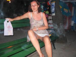 Летом, многие девушки трусики не носят - фото #7