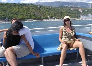 Летом, многие девушки трусики не носят - фото #8