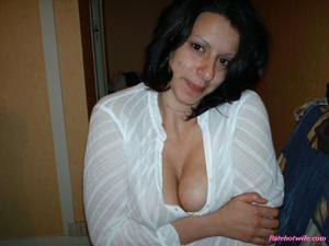 Брюнетке нравится испытывать оргазм - фото #10