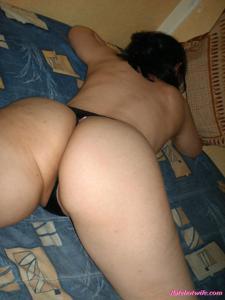 Брюнетке нравится испытывать оргазм - фото #13