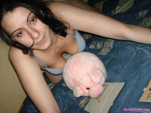 Брюнетке нравится испытывать оргазм - фото #21