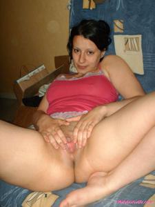 Брюнетке нравится испытывать оргазм - фото #46