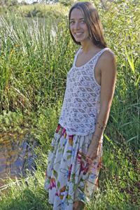 Голенькая Фабианна на природе - фото #1