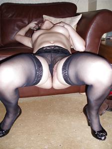 Мужик подрачивает сексуальной жене - фото #18