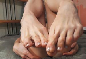 Ножки мастурбирующих - фото #20