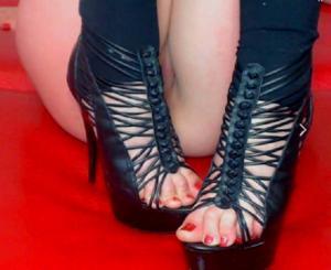 Ножки мастурбирующих - фото #23