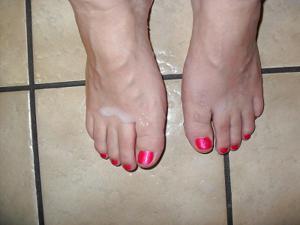 Пухлая Кристи подрочила хуй ногами - фото #19