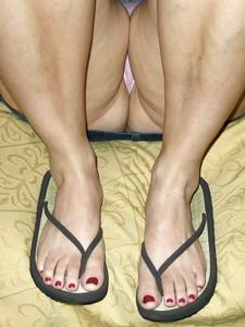 Пухлая Кристи подрочила хуй ногами - фото #29