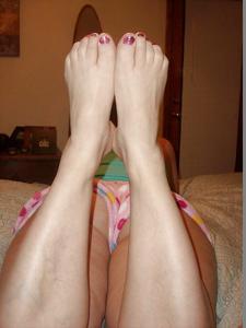 Пухлая Кристи подрочила хуй ногами - фото #36