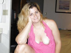 Пухлая Кристи подрочила хуй ногами - фото #48