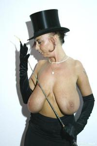 Какие то тетки с нереальными сисяндрами - фото #17