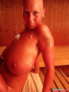 Какие то тетки с нереальными сисяндрами - фото #18