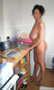 Какие то тетки с нереальными сисяндрами - фото #2