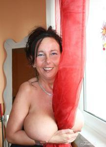 Какие то тетки с нереальными сисяндрами - фото #25