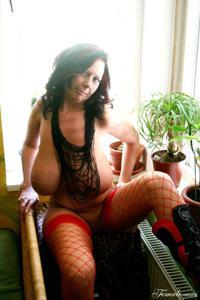 Какие то тетки с нереальными сисяндрами - фото #27