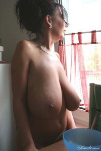 Какие то тетки с нереальными сисяндрами - фото #30
