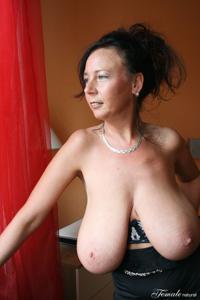 Какие то тетки с нереальными сисяндрами - фото #5