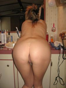 Голая блондинка с чистой киской в ванной - фото #14