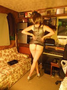 Легкий стриптиз пьяненькой девушки - фото #10