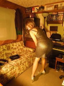 Легкий стриптиз пьяненькой девушки - фото #2