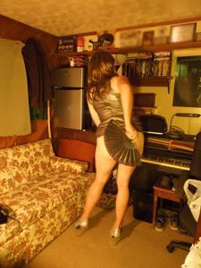 Легкий стриптиз пьяненькой девушки - фото #22