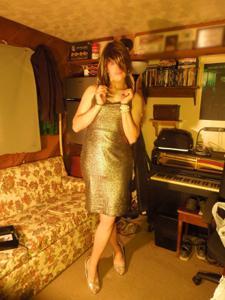 Легкий стриптиз пьяненькой девушки - фото #26
