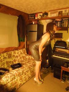Легкий стриптиз пьяненькой девушки - фото #3