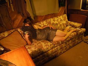 Легкий стриптиз пьяненькой девушки - фото #34