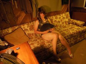 Легкий стриптиз пьяненькой девушки - фото #37
