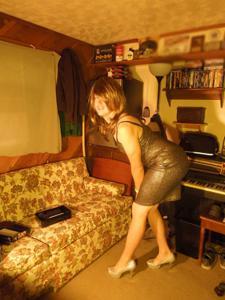 Легкий стриптиз пьяненькой девушки - фото #4
