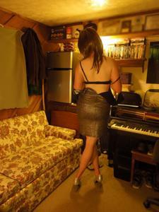 Легкий стриптиз пьяненькой девушки - фото #42
