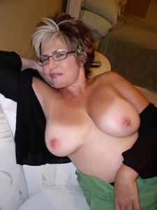 Крупные сиськи взрослой женщины - фото #10