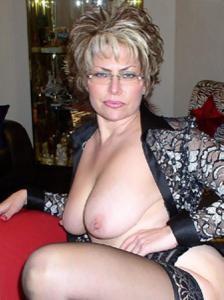 Крупные сиськи взрослой женщины