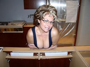 Крупные сиськи взрослой женщины - фото #19