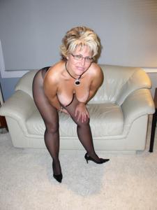 Крупные сиськи взрослой женщины - фото #20