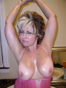 Крупные сиськи взрослой женщины - фото #33