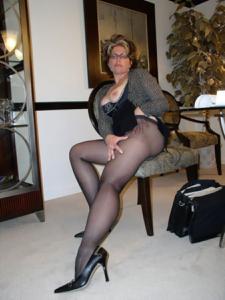 Крупные сиськи взрослой женщины - фото #34