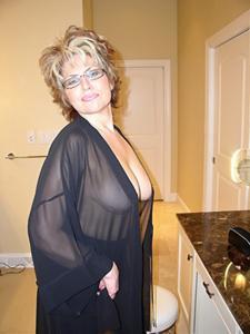 Крупные сиськи взрослой женщины - фото #39