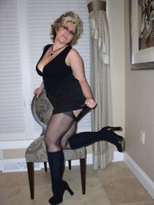 Крупные сиськи взрослой женщины - фото #42