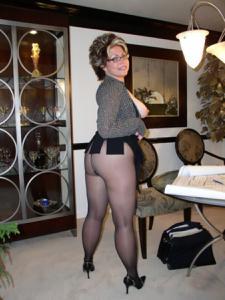 Крупные сиськи взрослой женщины - фото #45