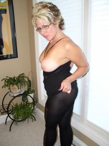 Крупные сиськи взрослой женщины - фото #9