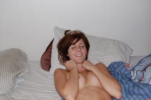 Берет в рот и играет с влагалищем - фото #23