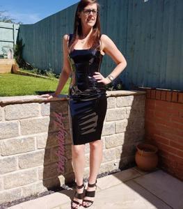Модель любит одежду из латекса - фото #8