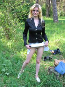 Блондинка к разврату готова - фото #10