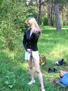 Блондинка к разврату готова - фото #9