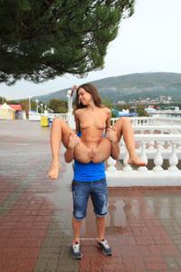 Голая Евгения на набережной - фото #43