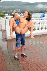 Голая Евгения на набережной - фото #45