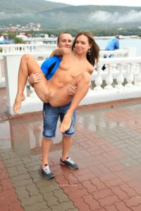 Голая Евгения на набережной - фото #47